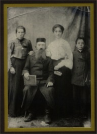 Benjamin STAROBINSKY with his grandson Selig STARR (age 8), Selig's sister Rifka, and Aunt Sarah